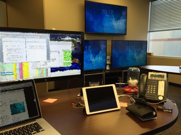 Configuración de MacBook Retina para televisores triples y Mac Minis