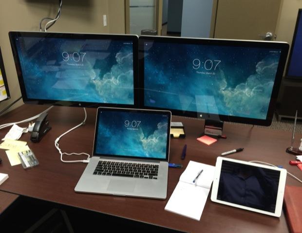 MacBook Pro con pantallas de doble flash