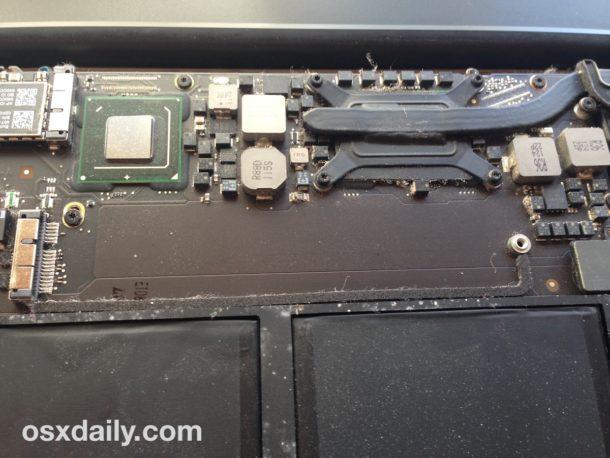 Retire el SSD original de su MacBook Air para reemplazarlo